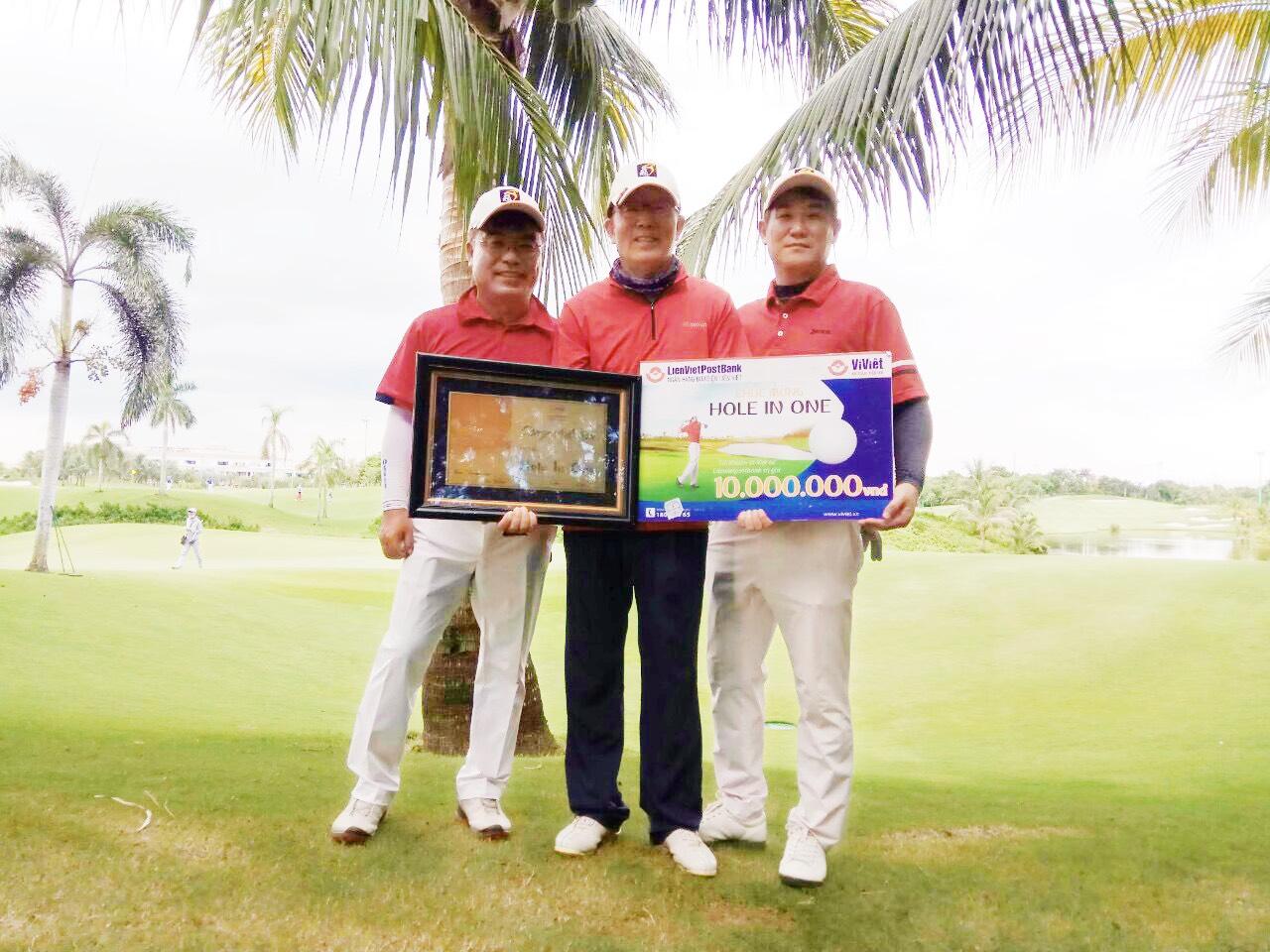 Xin chúc mừng Golfer người Hàn Quốc Park Sung Sam-Golfer đã có một ngày chơi đầy ấn tượng tại Sân golf Tân Sơn Nhất.